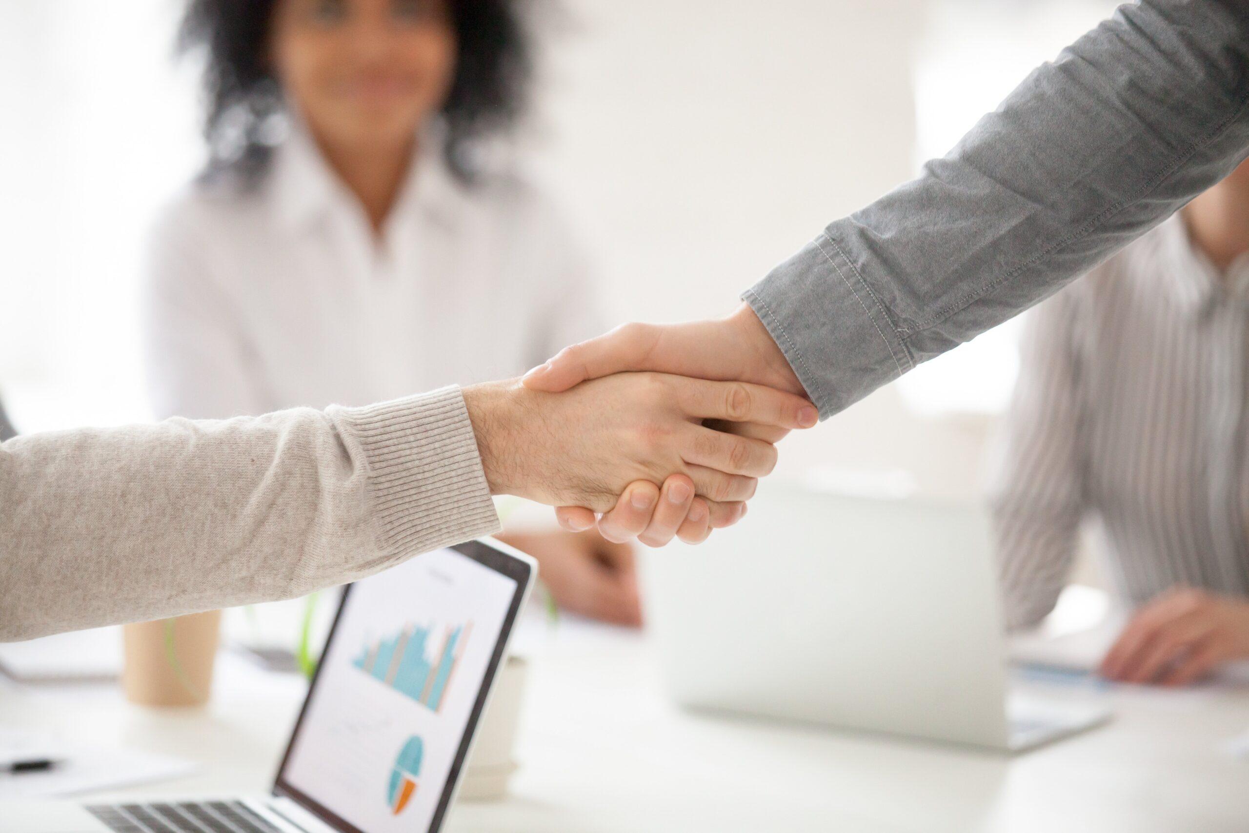 Como escolher uma empresa para oferecer auxílio sobre medidas de segurança de TI para home office?